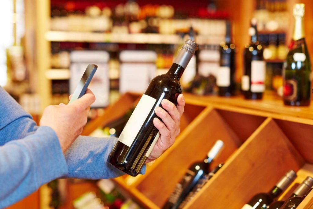 Tecnologia ed app al servizio del consumatore di vino. Ora è possibile scoprire con facilità informazioni dettagliate sull'uva e sulla vigna, abbinamenti consigliati e migliaia di commenti e review.